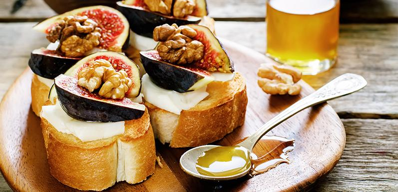 Roasted Figs with Gorgonzola and Honey